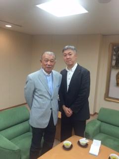 山本一郎と初老の男性
