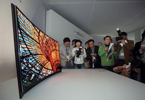 curved-oled-tv-650x450