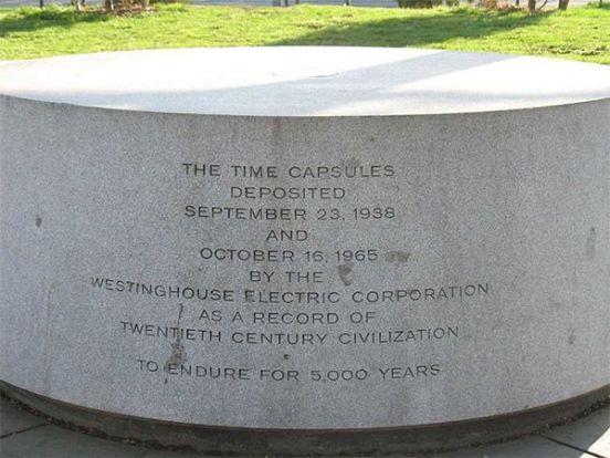 Monumento sobre la posición de las cápsulas