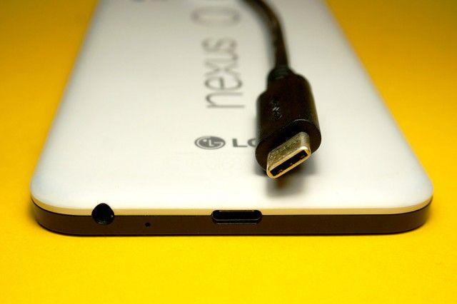 Nexus 5X con cable USB Type-C