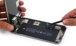 iPhone 6s Plus abierto y mostrando todos sus componentes internos
