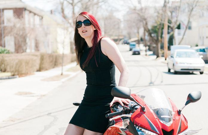 Brianna_Wu_next_to_Motorcycle