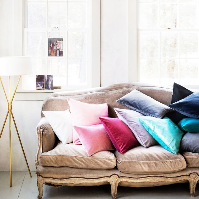 9 Chic Ways To Dress Up Your Boring Neutral Sofa MyDomaine AU