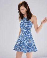 The Most Flattering Spring Dresses for Petite Women ...