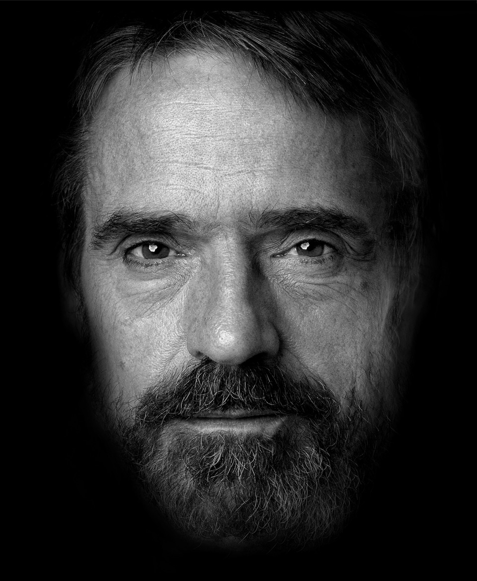 Jeremy-Irons-Close-up-head.Flat.Arrowsmith.©.3