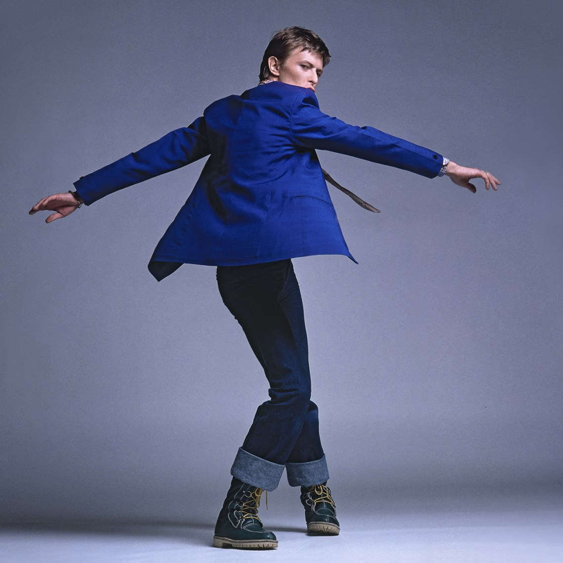 Bowie-Flat.-twisting.3.Colour.-Square.Arrowsmith.jpg