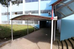 Área coberta para transição dos alunos