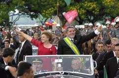 Lula na posse, em 2003, com a já falecida esposa Marisa Letícia. Ele ficou oito anos na Presidência - Foto: PT/ Divulgação