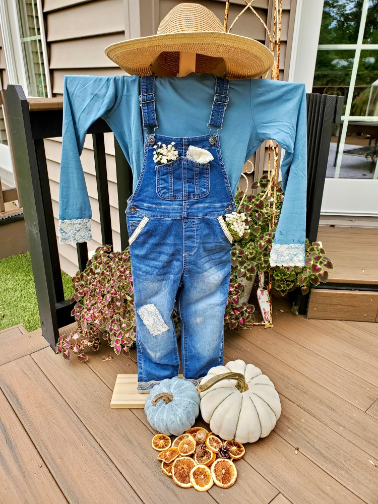 Pin of the finished DIY scarecrow for fall