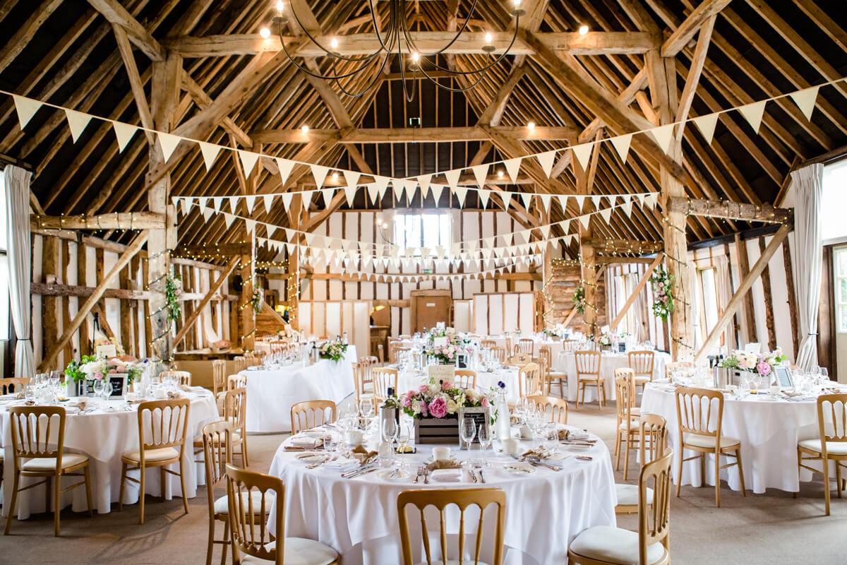 Barn-wedding-ideas-rustic-wedding-flowers-clock-barn