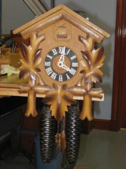 Oak leaf cuckoo clock