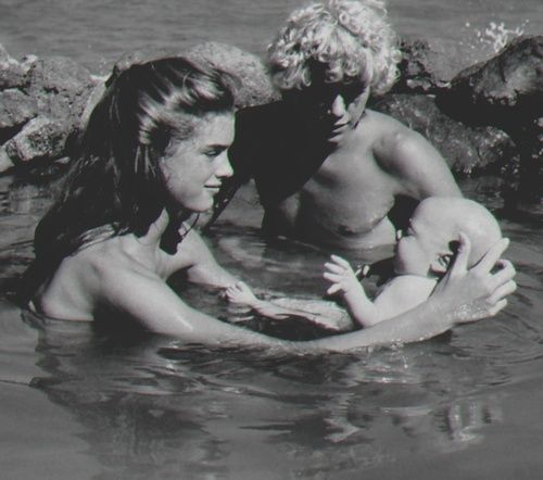 El lago azul (1923, 1949, 1980, 1990, 2012)
