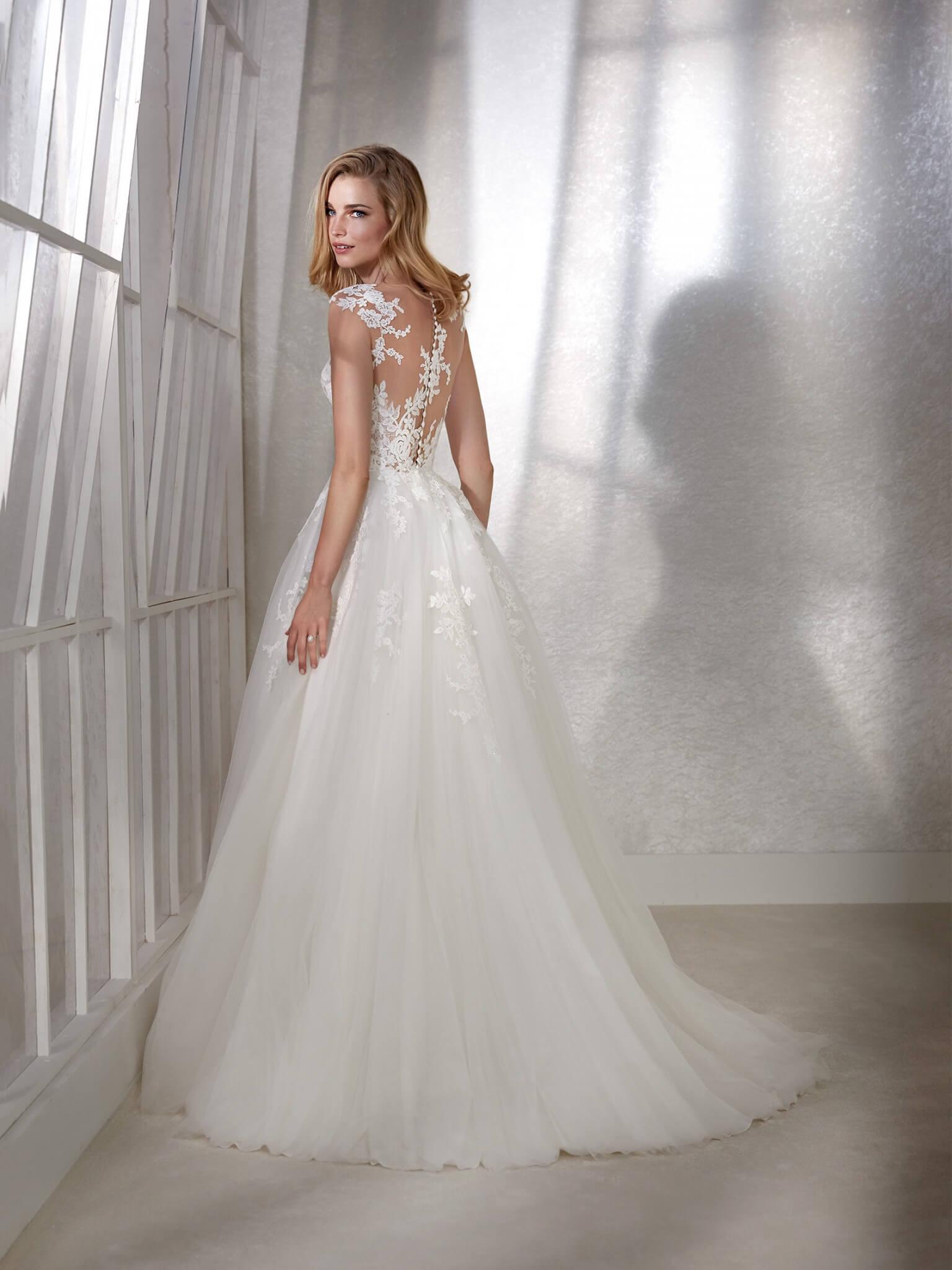 Suknie lubne White one  Salon sukien lubnych CLOO