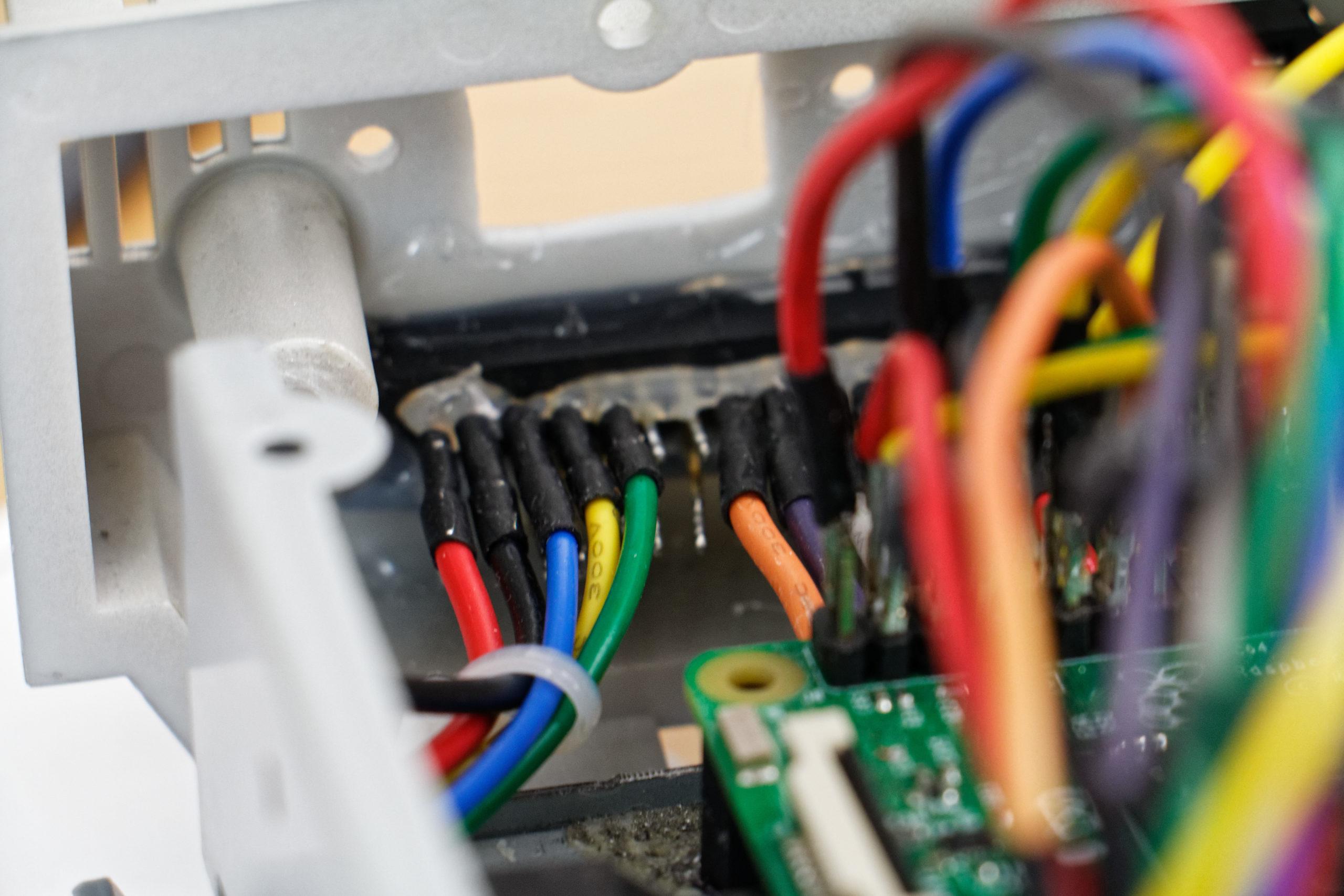 Câblage et installation de la partie inférieure