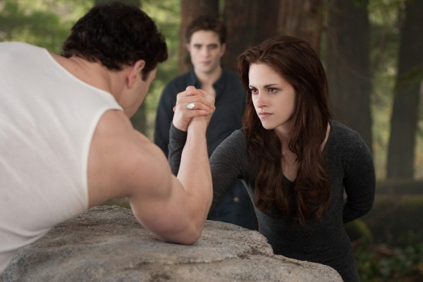 kristen-stewart-twilight-breaking-dawn-2-600x400