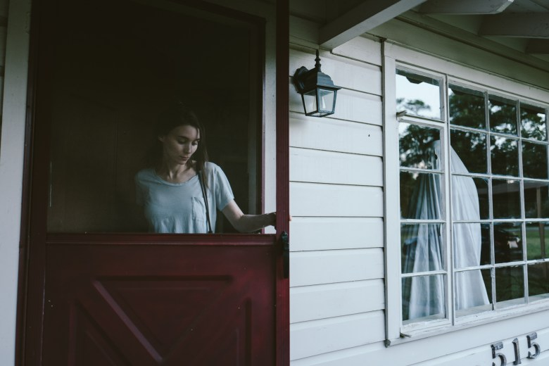 rooney-mara-and-casey-affleck-in-a-ghost-story-photo-credit-bret-curry
