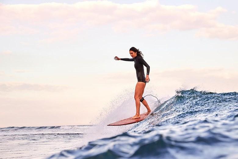 ella_surfing