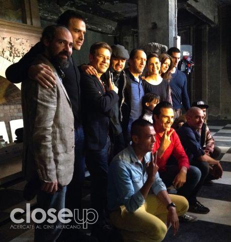 Elenco, director y productores de la secuela de Km 31 ( Foto: Close Up)