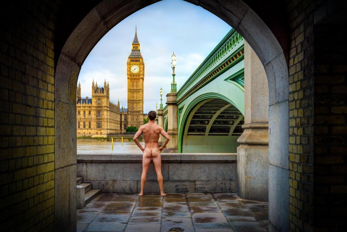 This man is posting nude photos to encourage people to live better lives (via The Independent)