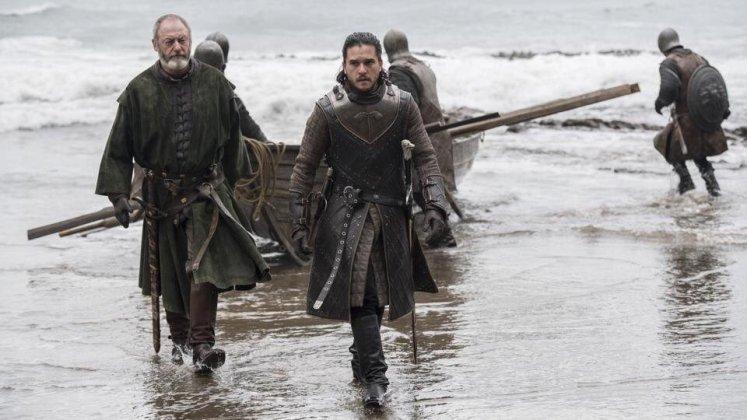 703-dragonstone-jon-davos-1 Game of Thrones | Divugadas fotos do terceiro episódio da 7ª temporada