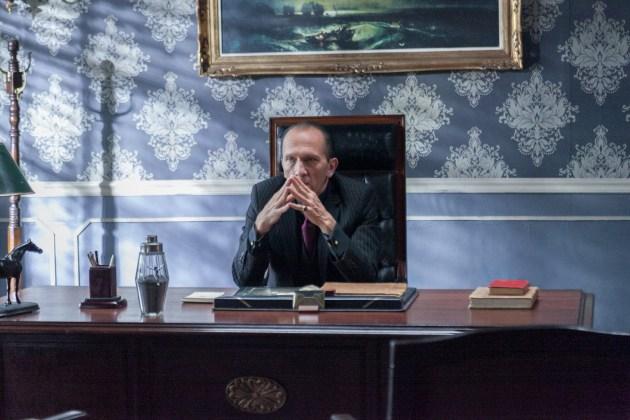 """Carlos-Arag%C3%B3n-como-Iv%C3%A1n-Alc%C3%A1zar_HBO HBO DIVULGA AS PRIMEIRAS IMAGENS DA QUARTA E ÚLTIMA TEMPORADA DE """"SR. ÁVILA"""""""