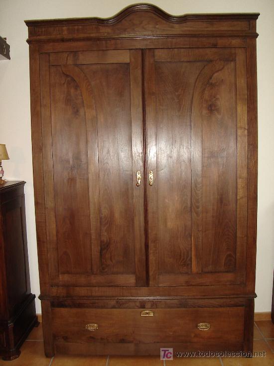 impresionante armario de castao antiguo  Comprar