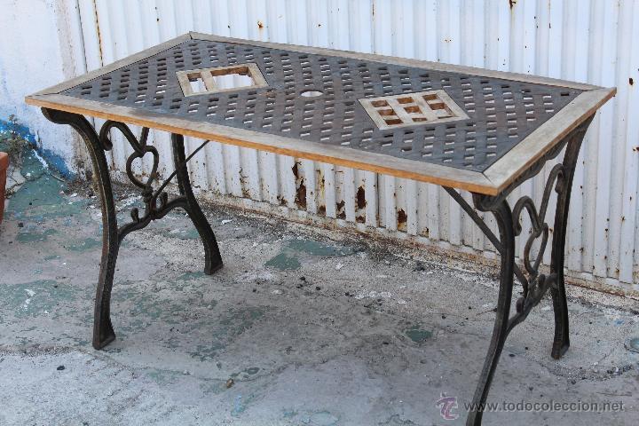 Mesa de jardin en hierro fundido y madera  Vendido en