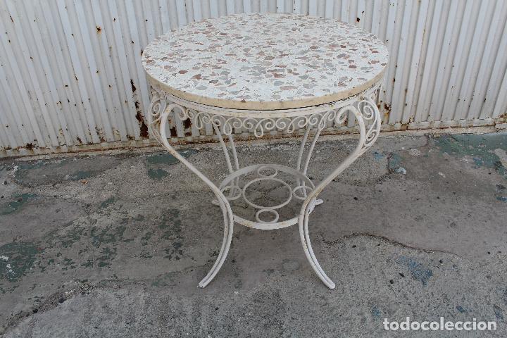Mesa de jardin en hierro macizo y tablero de te  Vendido