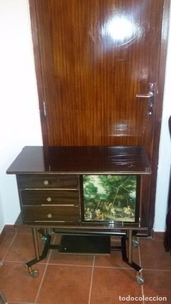 mesa tv antigua aos 60  Comprar Muebles Auxiliares