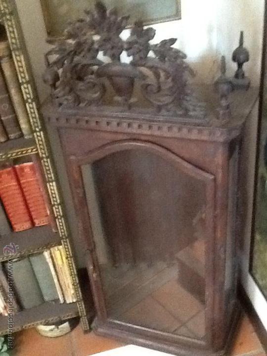 antiguo oratorio de madera con copete  Comprar Vitrinas