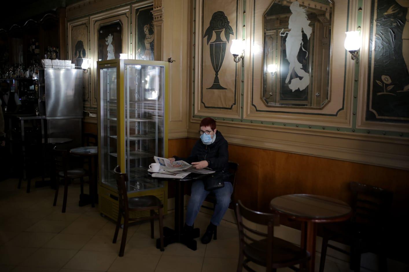 Cataluña cierra bares y restaurantes durante 15 días — Listin Semanal