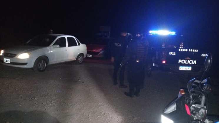 El helicóptero de la Policía notó la presencia de varios vehículos estacionados en una playa de la ruta 7 -  Fuentes policiales