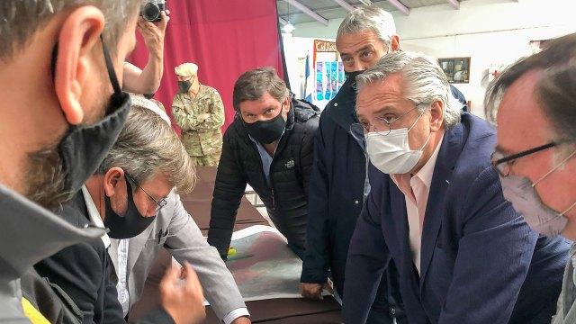 Alberto Fernández recorre las zonas afectadas por los incendios en Chubut -  Infobae Andina