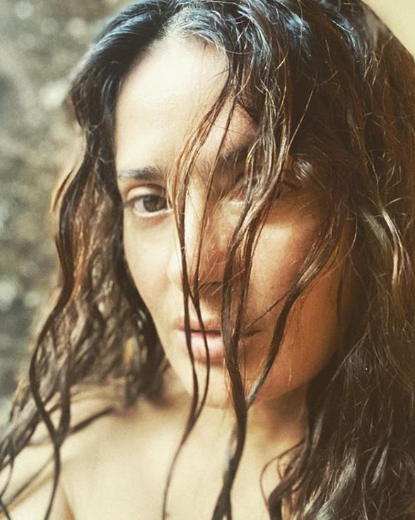 The most recent photo of the natural Salma Hayek (IG: salmahayek)
