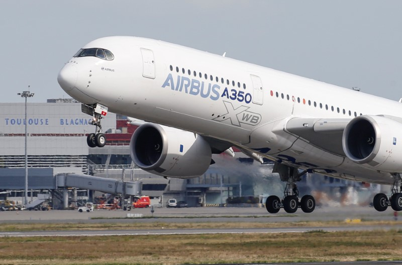 An Airbus A350 takes off at the aircraft builder's headquarters in Colomiers near Toulouse, France, September 27, 2019. REUTERS/Regis Duvignau