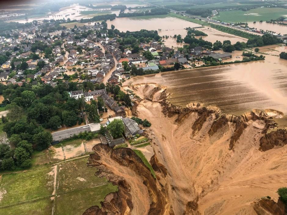 Una vista aérea después de la inundación en Erftstadt-Blessem, Alemania, 16 de julio de 2021. REUTERS / Rhein-Erft-Kreis NO HAY REVENTAS.  SIN ARCHIVOS