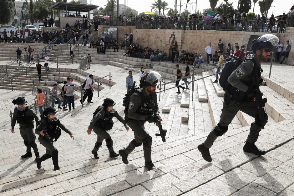 Israeli security force members patrol amid Israeli-Palestinian tension as Israel marks Jerusalem Day, at Damascus Gate just outside Jerusalem's Old City May 10, 2021. REUTERS/Ronen Zvulun