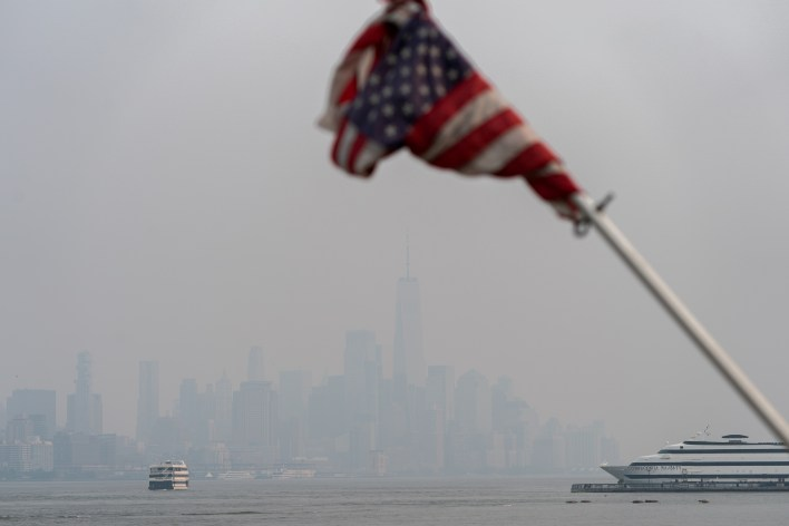 The New York City skyline is seen through a cover of wildfire smoke from Hoboken, New Jersey, U.S., July 20, 2021. REUTERS/Jeenah Moon