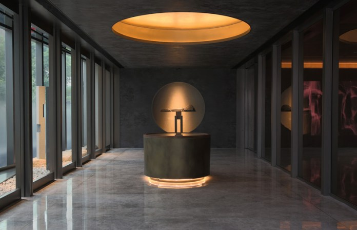 "Press kit   3531-02 - Press release   Joya Hotel Hangzhou - Vermilion Zhou - Commercial Interior Design - Entrance corridor art - Photo credit: <p class="""">JULY COOPERATIVE COMPANY</p>"