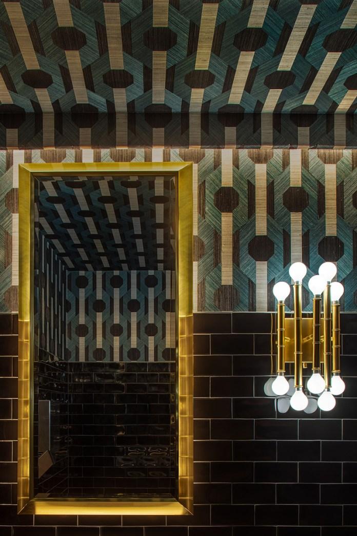 Press kit | 1301-03 - Press release | A slice of nostalgia: Atelier Zébulon Perron delivers a 'modern retro' interpretation - Atelier Zébulon Perron - Commercial Interior Design - Women's washroom - Photo credit: Jean-Sébastien Senécal