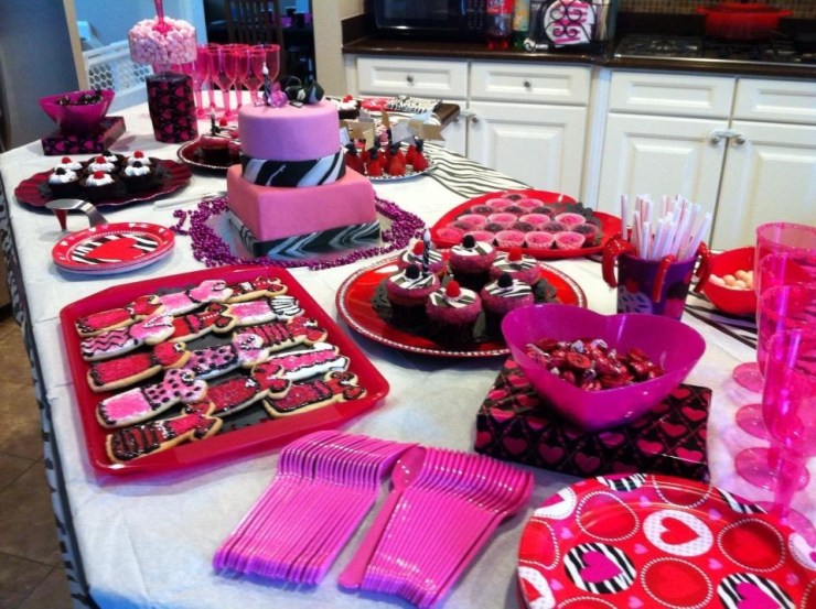 Darbys 9th birthday party table