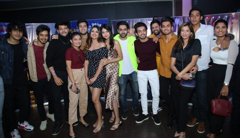 Khushi and Aashna Hegde with their TikTok friends scaled