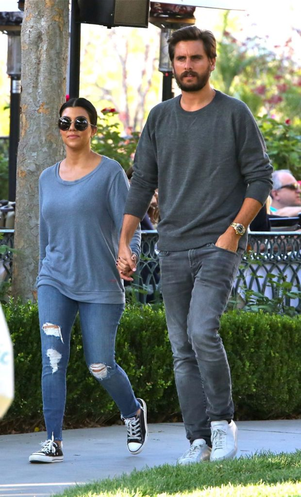 kourtney kardashian and scott disick out for dinner in calabasas 1
