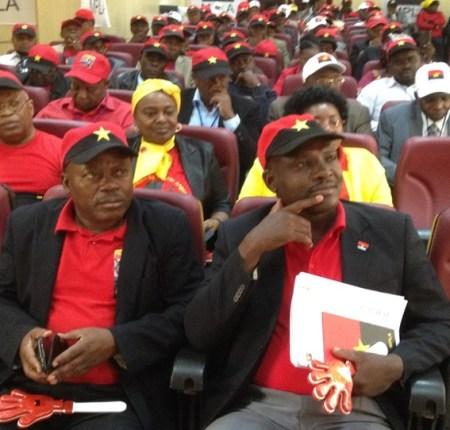 """MPLA queixa-se de """"tendências tribalistas para minar coesão das estruturas Provinciais"""""""