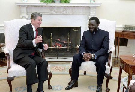 """Savimbi: Uma vida marcada por polêmicas """"Honras de Estado"""" - José Gama"""