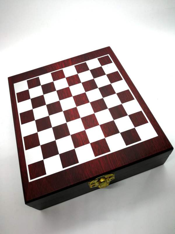 Coffret 4 accessoires de cave et jeu d'échecs - Box 4 cellar and chess accessories - AMILCAR SELECTIONS - Limited edition