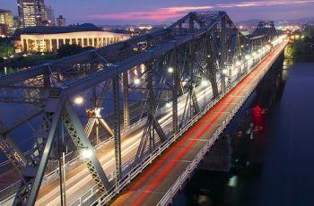 Royal Alexandra Interprovincial Bridge, por Jamie McCaffrey