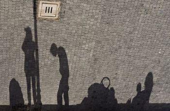 [ another head hangs lowly ], por Riccardo Romano