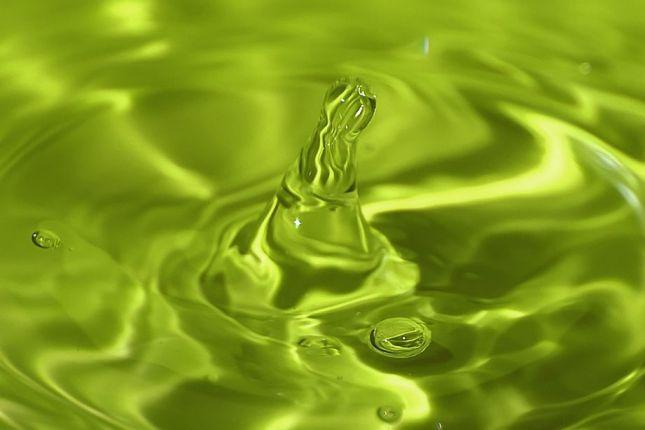 fotografia de gotas de agua verde
