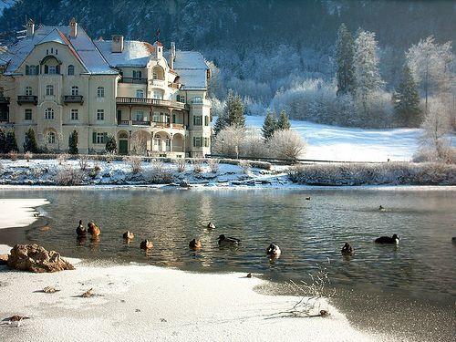 03 Hotel on the Alpsee (Alp lake) near Füssen, por Axel-D